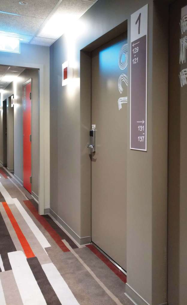 Porte de chambre d'hôtel EI30 Attastop+ avec lecteur de badges