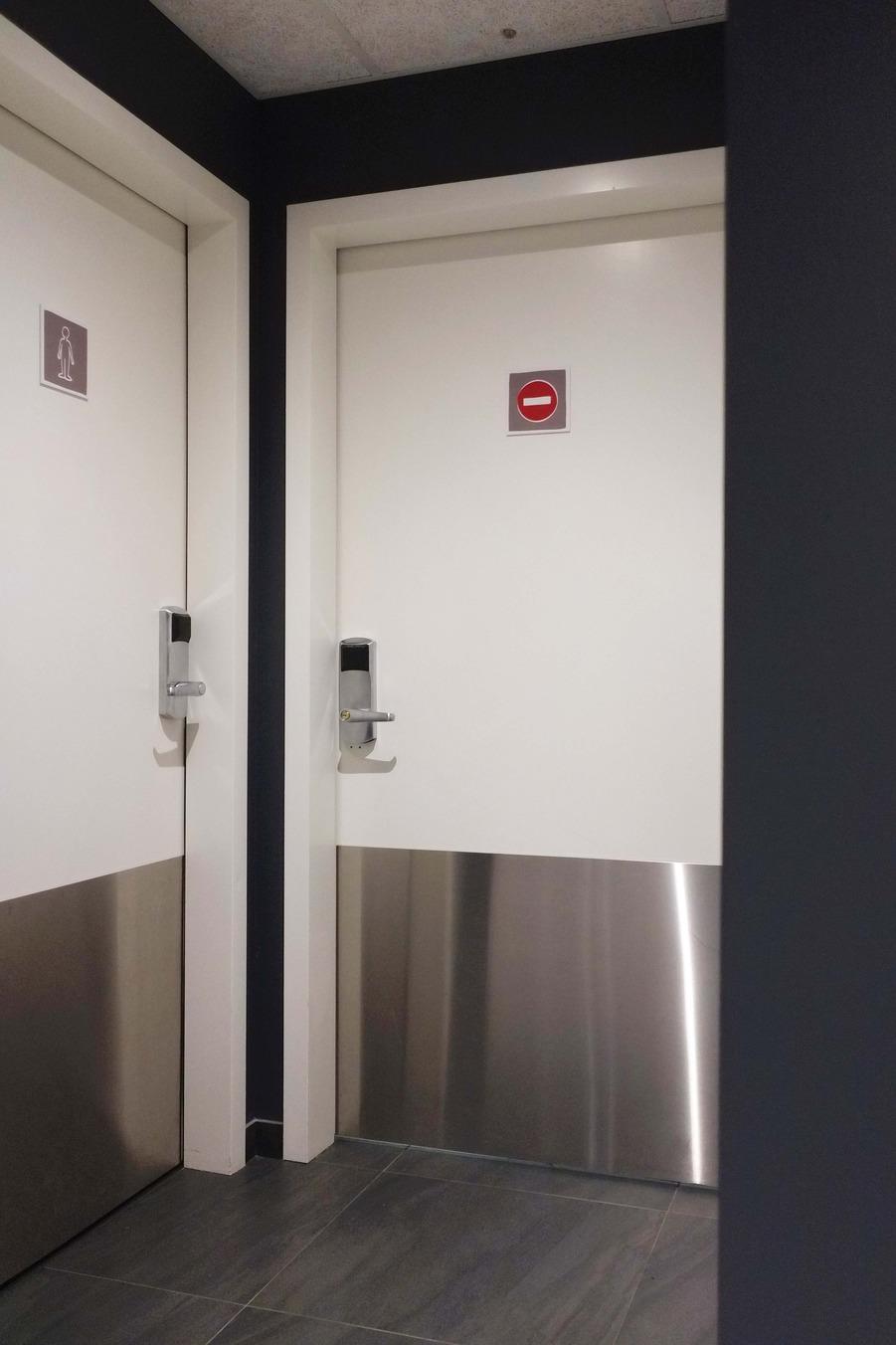 Porte EI30 phonique Attastop+, serrure hôtel avec lecteur de cartes KABA